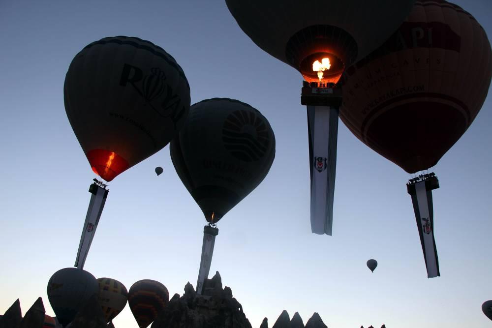 Kapadokya'da Beşiktaş'ın şampiyonluğu gökyüzünde kutlandı 1