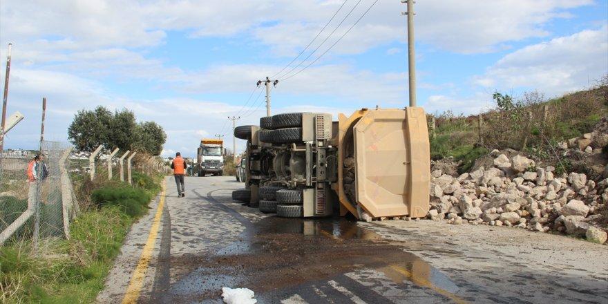 Bodrum'da kamyonla otomobilin çarpışması sonucu 2 kişi yaralandı