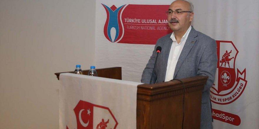 İzmir Valisi Köşger, gençlerle bürokrasi tecrübelerini paylaştı