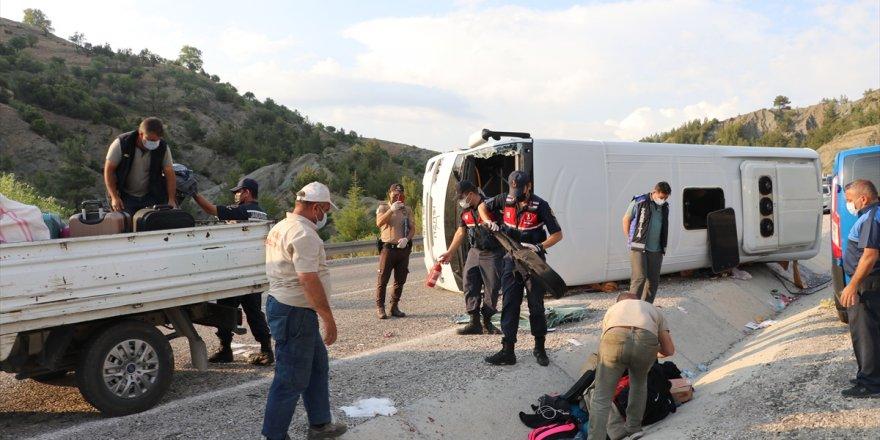 Denizli'de midibüs devrildi: 25 yaralı