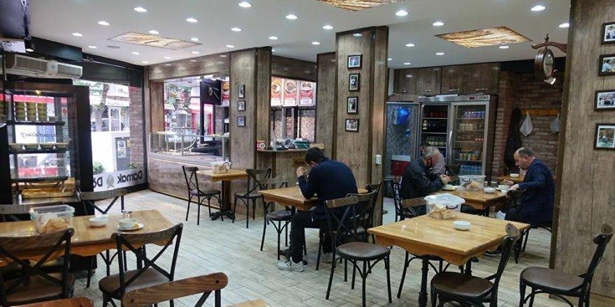 Kafe ve restoranlarda müşteriler için 45 dakika sınırı getirilmesi planlanıyor