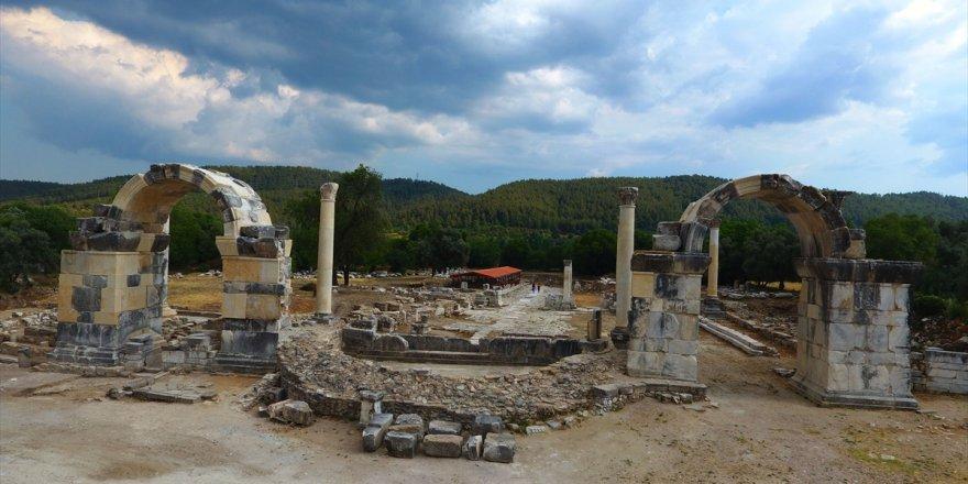 Gladyatörler kentinin şehir kapısı yıllar sonra yeniden ayağa kaldırıldı