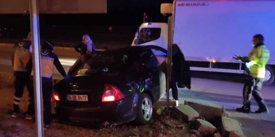 Otomobil ile kamyonet çarpıştı: 4'ü çocuk 7 yaralı
