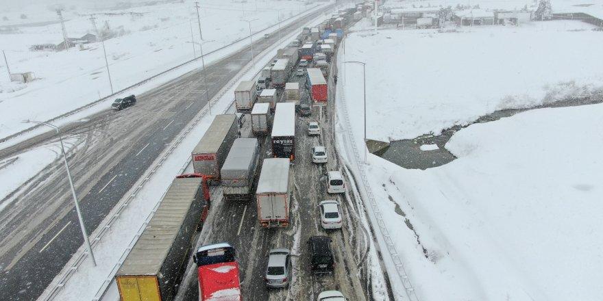 Balıkesir Bursa kara yolu açılamıyor! Kuyruk 25 kilometreyi aştı...