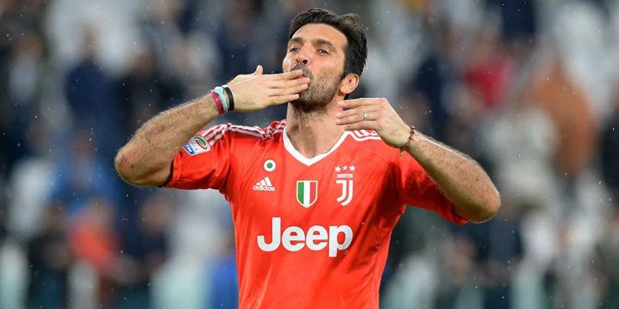 İtalyan kaleci Buffon Parma ile anlaştı