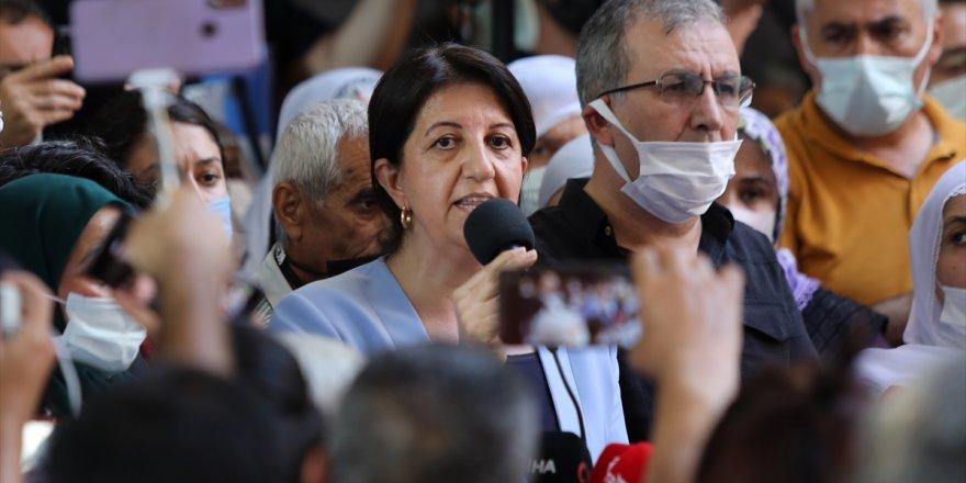HDP Eş Genel Başkanı Buldan, silahlı saldırının gerçekleştiği partisinin İzmir İl Başkanlığında inceleme yaptı