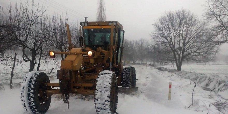 Ödemiş'te yaylalar kar altında, ekipler alarmda
