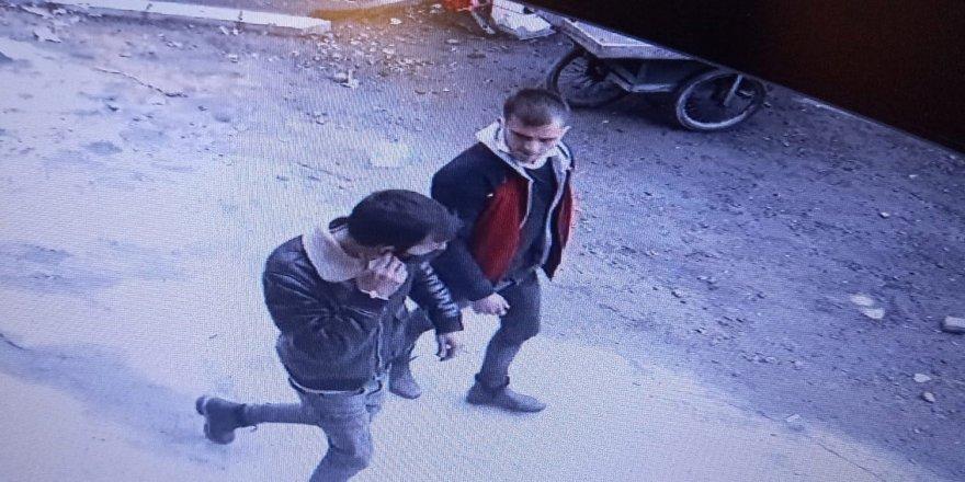 İstanbul'da gasp dehşeti: Bonzai içirip bayılttıkları taksiciyi soydular