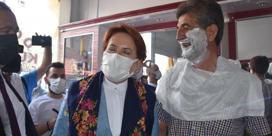 İYİ Parti Genel Başkanı Akşener, Afyonkarahisar'da esnafı ziyaret etti