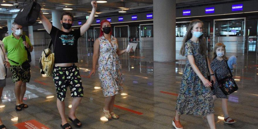 Rusya'dan ilk turist kafilesi Muğla'ya geldi