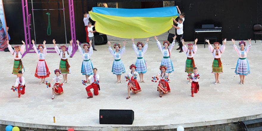 Marmaris Amfi Tiyatro'da sezon açıldı