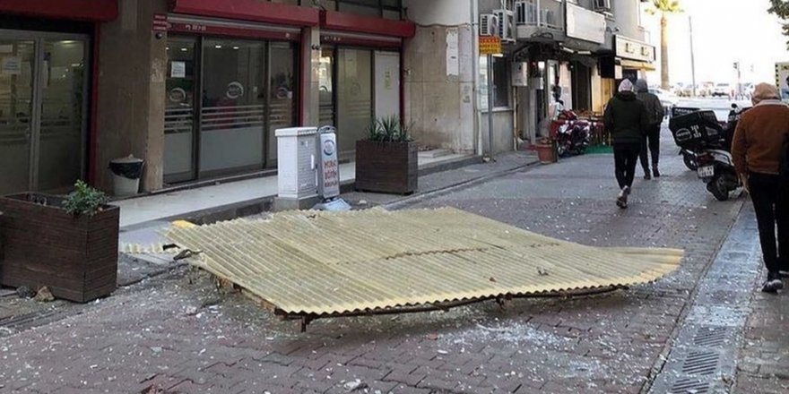 İzmir'deki fırtına dehşeti: Sitenin kamelyası havaya uçtu