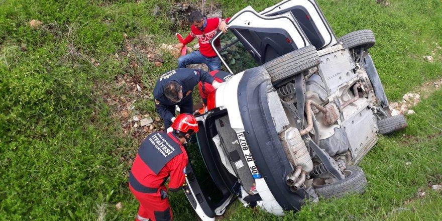 Muğla'da kanala devrilen otomobilde sıkışan kadını itfaiye ekipleri kurtardı