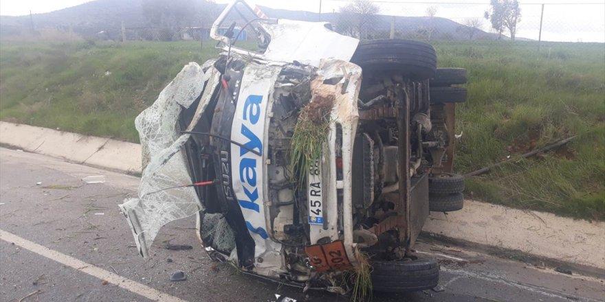 Manisa'da kamyonetle çarpışan otomobilin sürücüsü öldü
