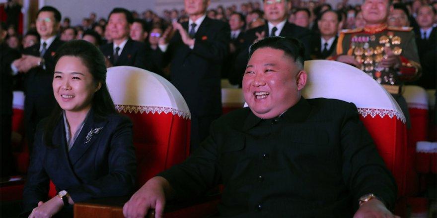 Kuzey Kore lideri Kim Jong-un'un eşi 1 yıl sonra ilk kez kamuoyu önünde