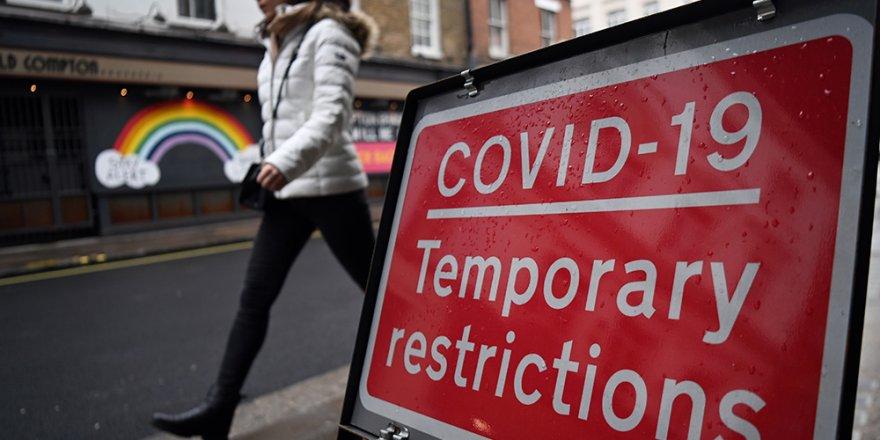 İngiltere'de son 24 saatte Covid-19'a bağlı 738 can kaybı