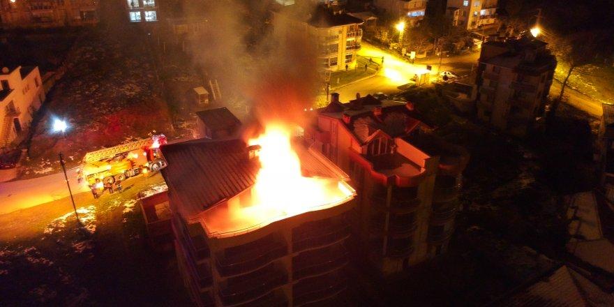 Sinop'ta şömineden çıkan yangın pansiyonu küle çevirdi