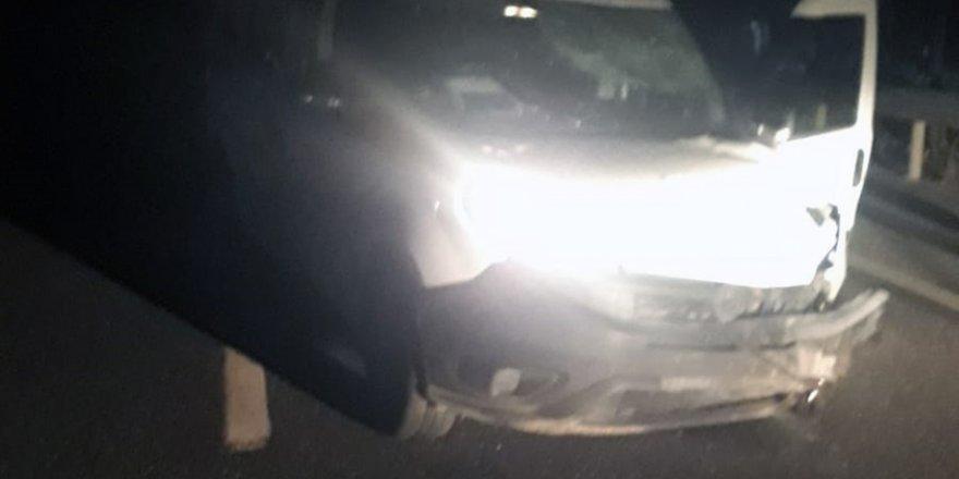 Kaza yapan sürücü aracı bırakıp kaçtı