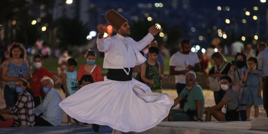 İzmir Gündoğdu Meydanı'nda sema gösterisi düzenlendi