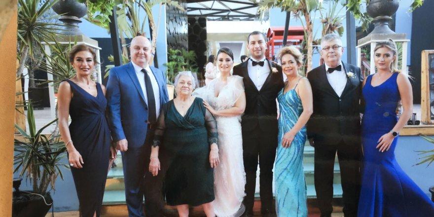 Gençler ailelerini kırmayıp Bürüksel'den gelip İzmir'de evlendiler...