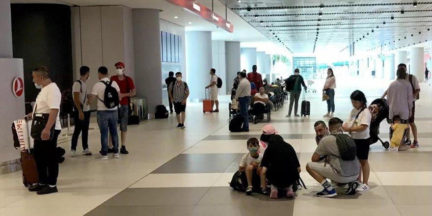 Havalimanlarında bayram dönüşü yoğunluğu: En yüksek yolcu sayısına bugün ulaşılacak