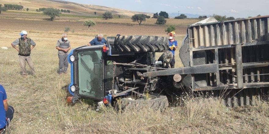 Afyonkarahisar'da devrilen traktörün sürücüsü öldü