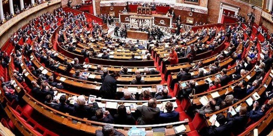 Fransa Parlamentosu, Covid-19 aşı pasaportu yasa tasarısını yeni değişikliklerle kabul etti