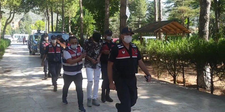 Denizli'de telefon dolandırıcılığından gözaltına alınan zanlılardan ikisi tutuklandı