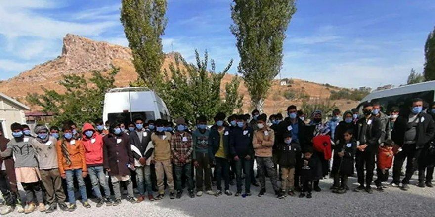Göçmenler üzerinden yapılan vurgun ortaya çıkarıldı: Türkiye vatandaşlığı için bin 500 dolar aldılar