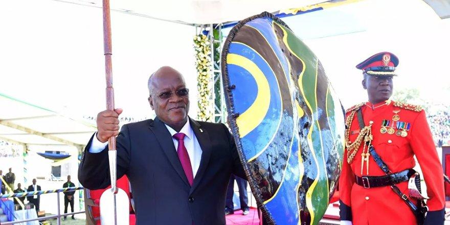 Tanzanya'da üst düzey yetkililerin ölümüne rağmen Devlet Başkanı koronayı inkar etmekte ısrarcı: Üç gün dua edin, geçer
