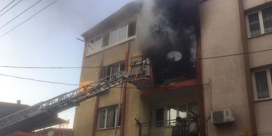 Manisa'da evi yanan kişiyi itfaiye kurtardı