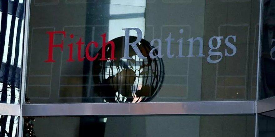 Fitch Ratings, Türkiye'nin kredi notunu 'BB-' olarak teyit ederken, görünümünü 'negatif'ten 'durağan'a çevirdi