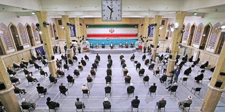 İran'ın yeni cumhurbaşkanı Reisi, mazbatasını dini lider Hamaney'den aldı