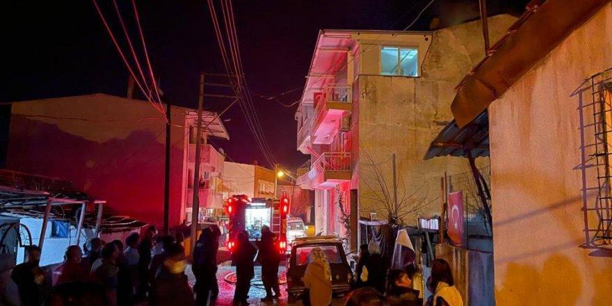 İzmir'de çatı katı yangını korkuttu