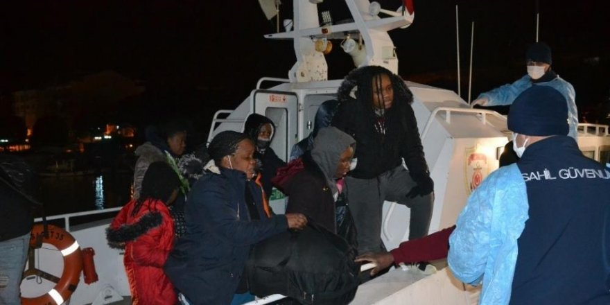 İzmir açıklarında Yunan unsurları tarafından geri itilen 36 göçmen kurtarıldı