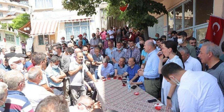 İçişleri Bakanı Soylu, Muğla'da yangından etkilenen vatandaşları ziyaret etti: 'Gece gündüz buradayız'