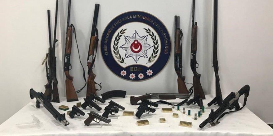 İzmir merkezli 3 ildeki silah kaçakçılığı operasyonunda 9 tutuklama