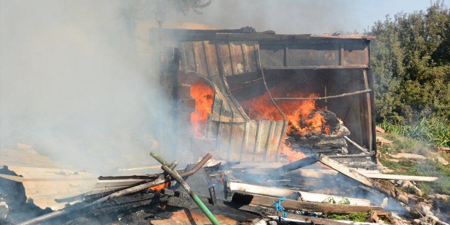 Aydın'da çıkan yangında prefabrik yapı kullanılamaz hale geldi