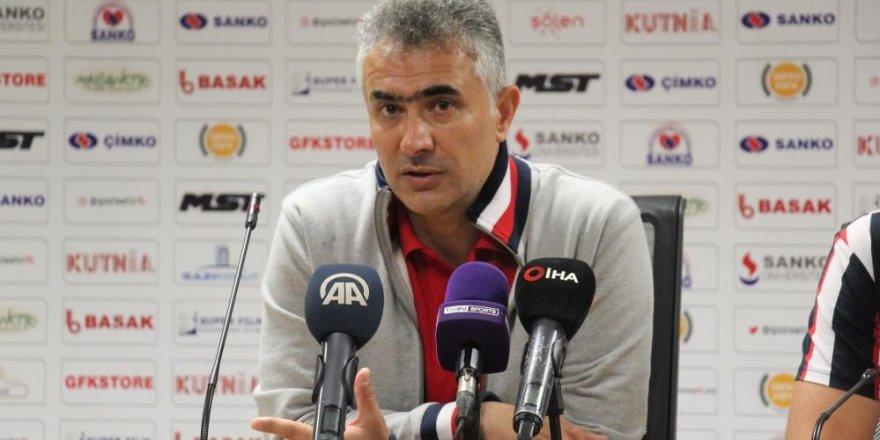 """Mehmet Altıparmak: """"Bu ligde kalmak bizim birinci hedefimiz"""""""