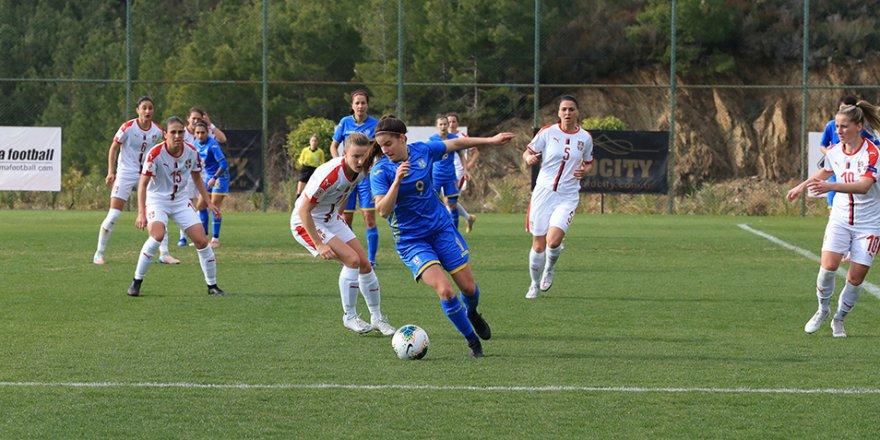 Kadın millilerden Alanya'da turnuva