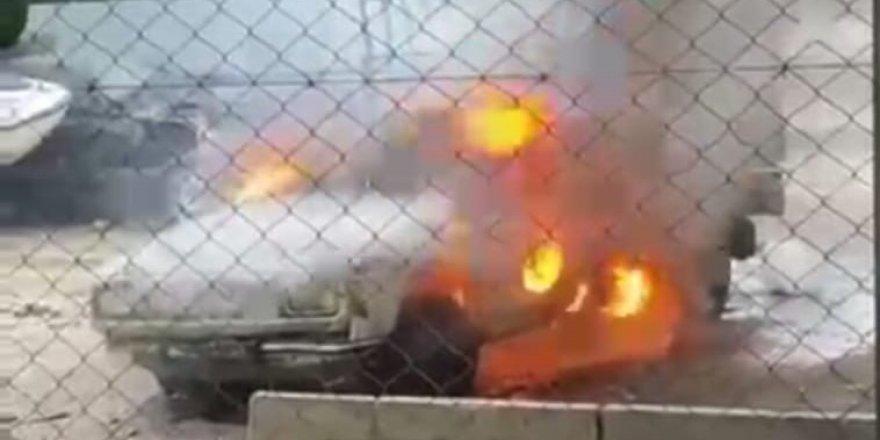 Antalya'da park halindeki kamyonet yandı