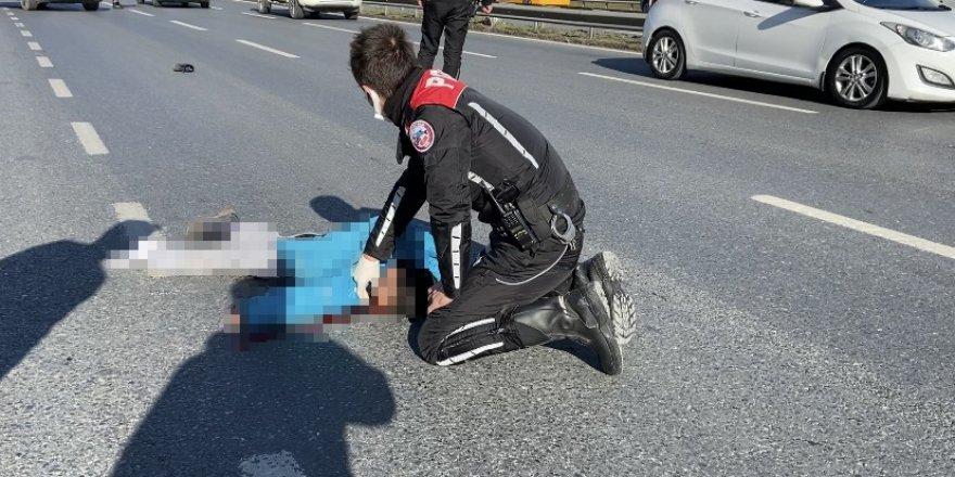 Köpeği kurtarmak isteyen çocuğa araba çarptı