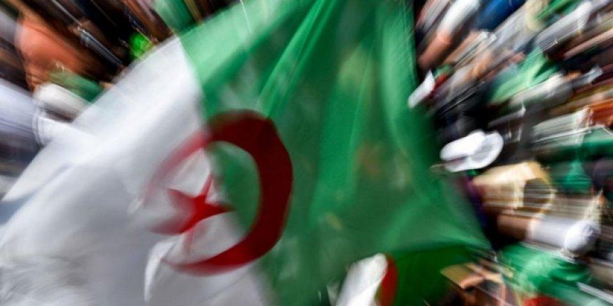 Cezayir erken seçime gidiyor! 3 ay içinde yapılacak...