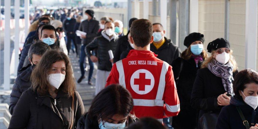 İtalya'da son 24 saatte 9 bin 630 yeni vaka