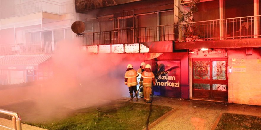 İzmir'de çıkan yangında bir işyeri kullanılamaz hale geldi