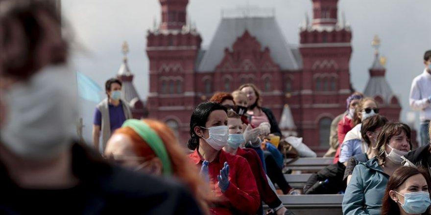 Rusya'da Covid-19 ölümleri yeniden rekor seviyede
