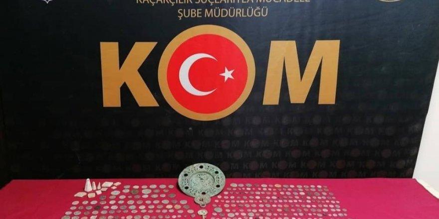 İzmir'de 661 adet tarihi eser ele geçirildi