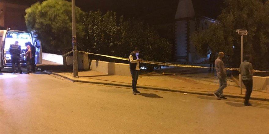 Denizli'de cami avlusunda silahla vurulan kişi hayatını kaybetti