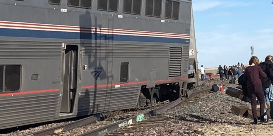 ABD'de yolcu treni raydan çıktı: 3 ölü, 50 yaralı