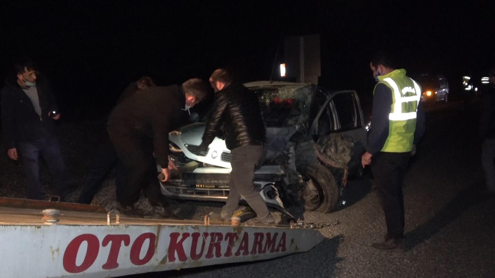 Bursa'da iki araç kafa kafaya çarpıştı: 11 yaralı